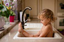 bebe confortable con agua caliente con gas natural
